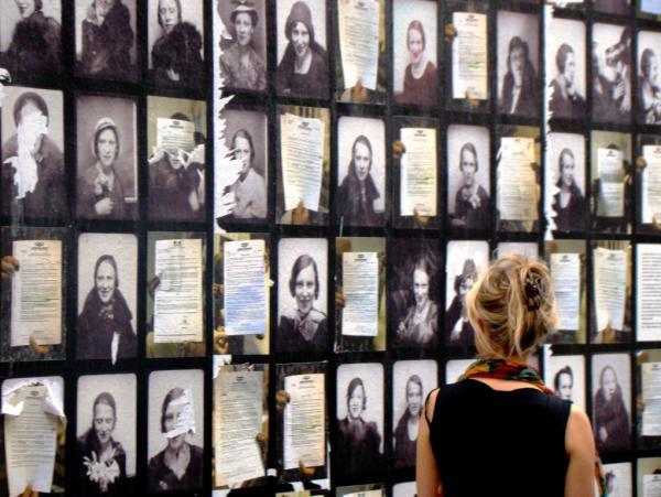 UNE FEMME QUE VALENT TOUTES LES FEMMES ET QUI LES VAUT TOUTES - Paris 2011