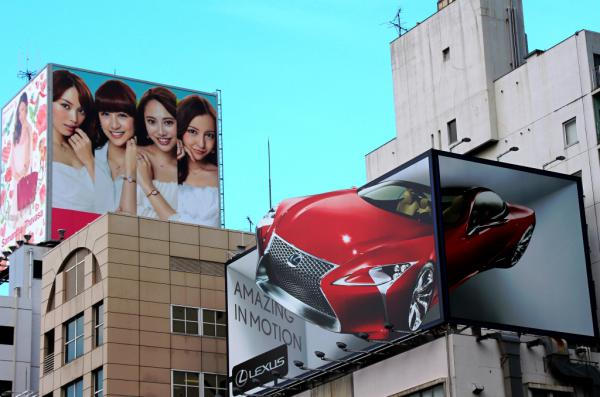 DES FILLES ET DES VOITURES : PUB ! -Tokyo 2013